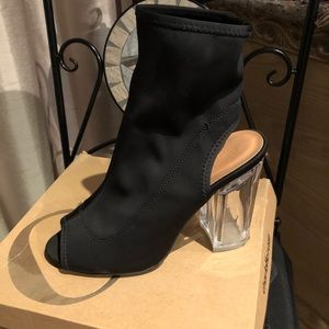 Ankle boots with peep toe